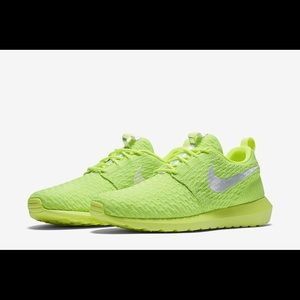 7 1/2 Nike Roshe FlyKnit Volt Electric Green